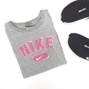 Nike - Grey / Pink Short sleeve Crop top